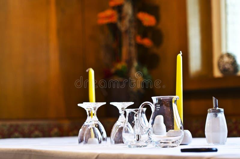 Симпатичная dinning таблица стоковое изображение