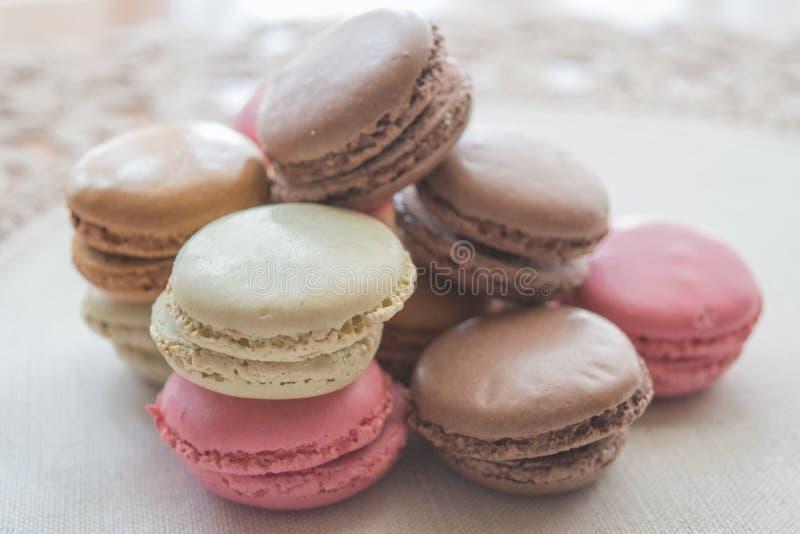 Симпатичные пастельные помадки Macaron стоковые фотографии rf