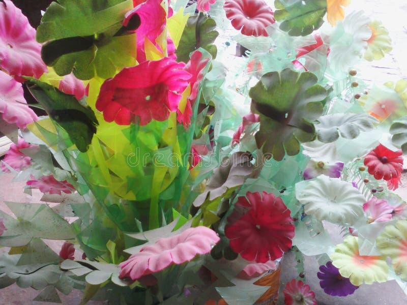 Симпатичные цветки естественные стоковые изображения rf