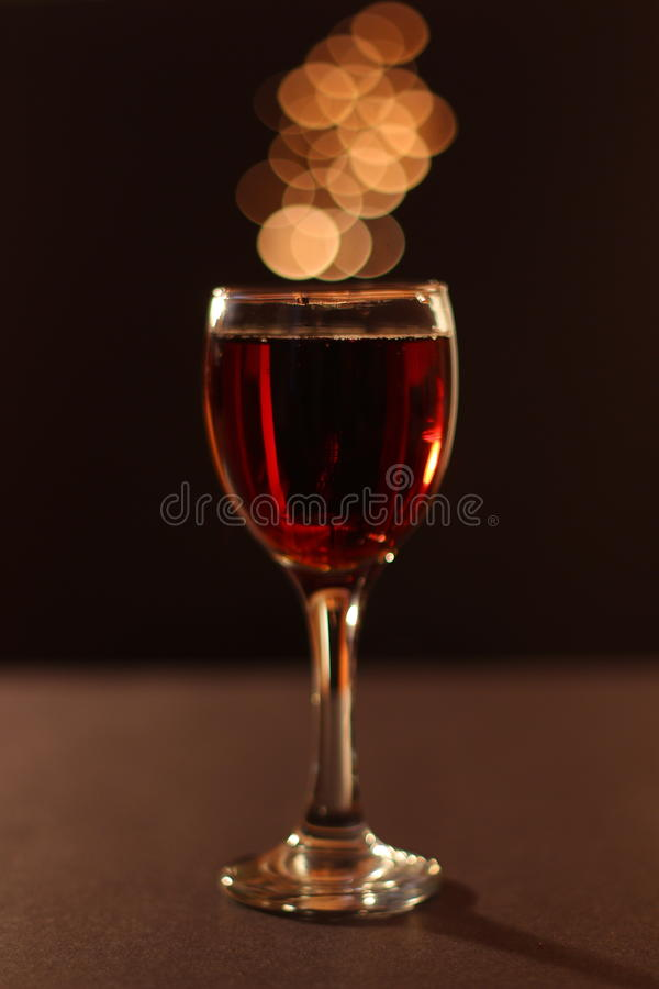 Симпатичный бокал вина стоковое фото rf