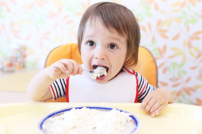 Симпатичный младенец есть кварк стоковые изображения rf