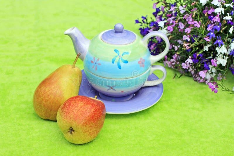 симпатичный пастельный чайник стоковое изображение rf