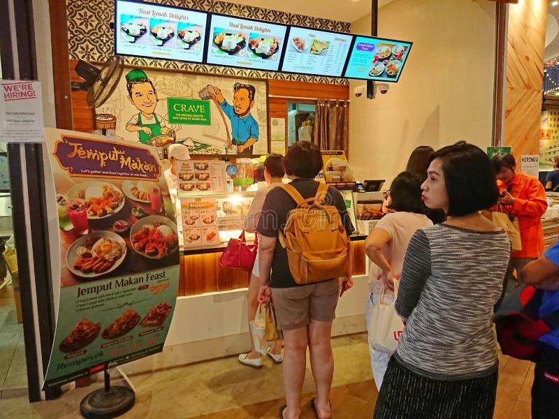 Сингапур: Взгляд улицы, люди queue вверх стоковые изображения