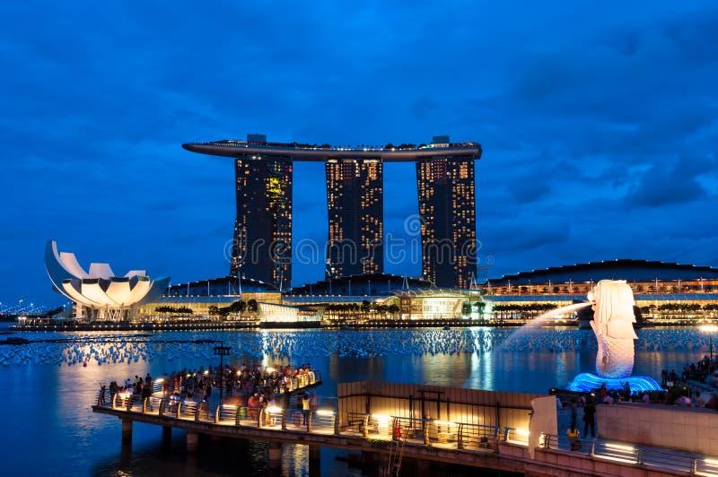 Сингапур на ноче стоковое изображение rf