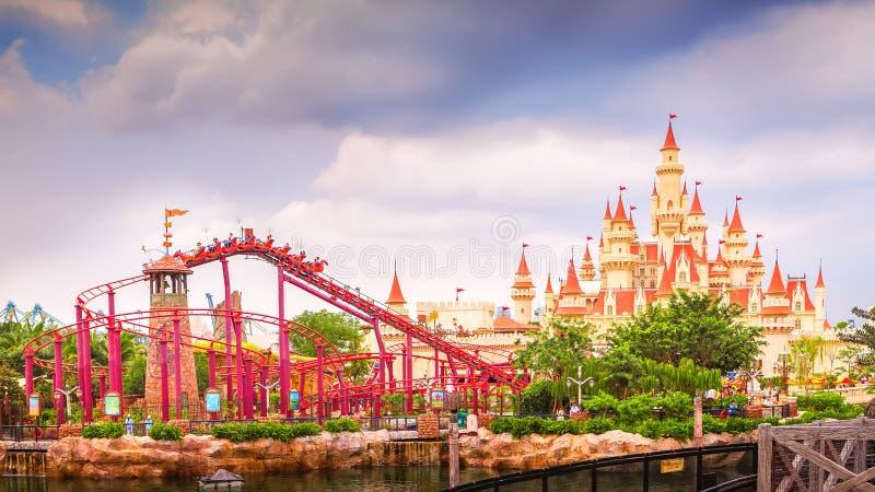 СИНГАПУР 4-ое августа: красивые замок и русские горки в Unive стоковые фото