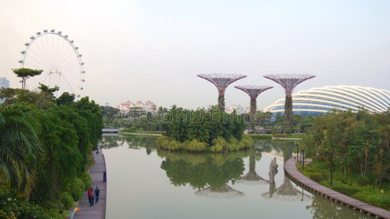 СИНГАПУР - 2-ое апреля 2015: Пески залива Марины, рогулька Сингапура, музей ArtScience стоковая фотография