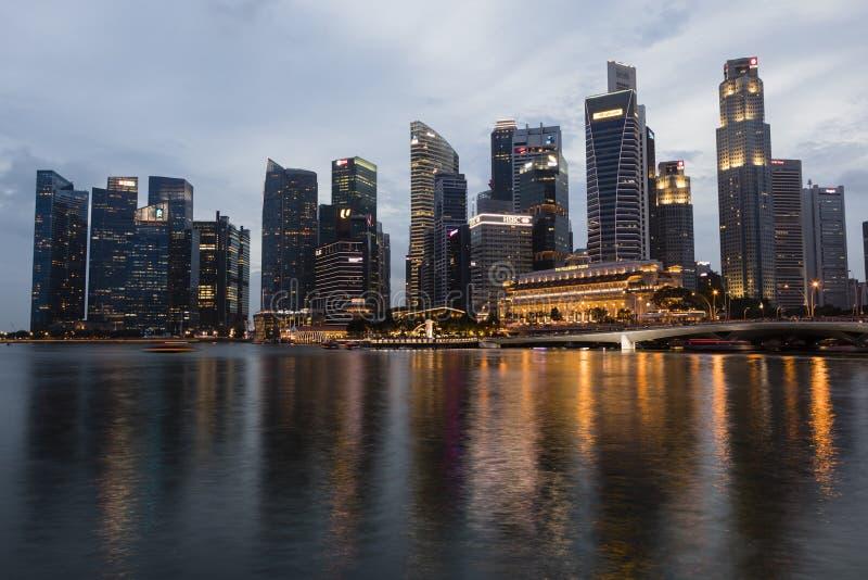 СИНГАПУР, 9-ое декабря 2017: Горизонт финансового района в Сингапуре стоковая фотография
