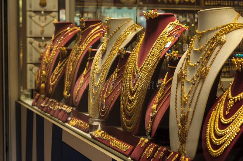 СИНГАПУР - 27-ОЕ ДЕКАБРЯ: Индийский ювелирный магазин золота, большинств важный gif стоковое фото rf