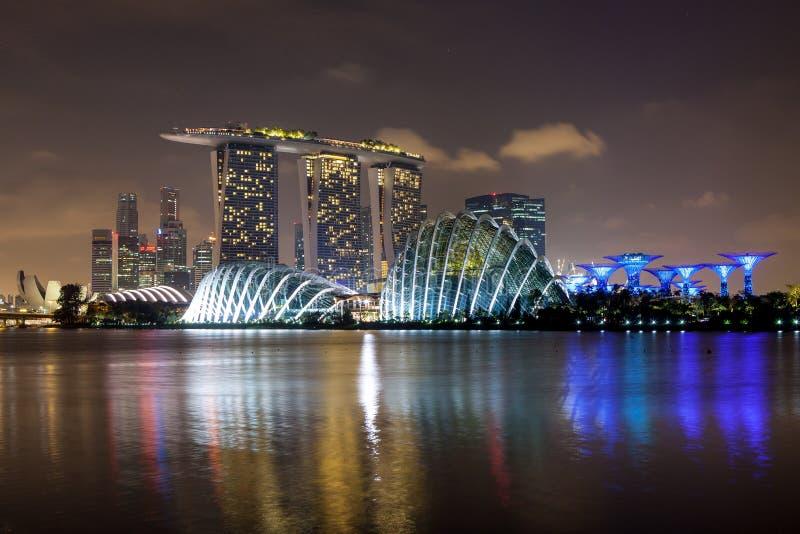 СИНГАПУР - 26-ое марта 2015: Горизонт города Сингапура стоковая фотография