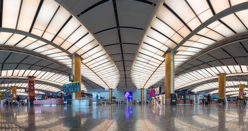 Сингапур - 2-ое мая 2016: Панорамы взгляд внутри помещения зоны регистрации на авиапорте Changi в Сингапуре стоковые изображения