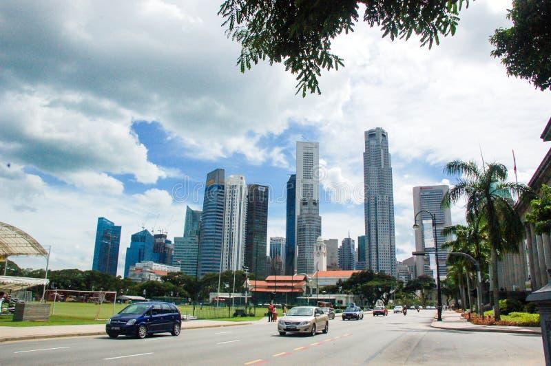 Сингапур - 22-ое ноября: Городской ландшафт Сингапура Горизонт и современные небоскребы дела, самый финансовый превращаться стоковые изображения rf