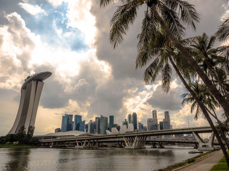 СИНГАПУР - 24-ОЕ НОЯБРЯ 2018: Залив Марины одна из самой известной достопримечательности в Сингапуре стоковые изображения