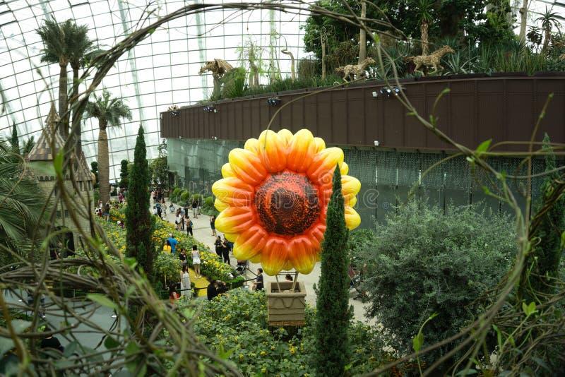 Сингапур - 14-ое октября 2018: Внутренний купол цветка на садах заливом в Сингапуре стоковая фотография