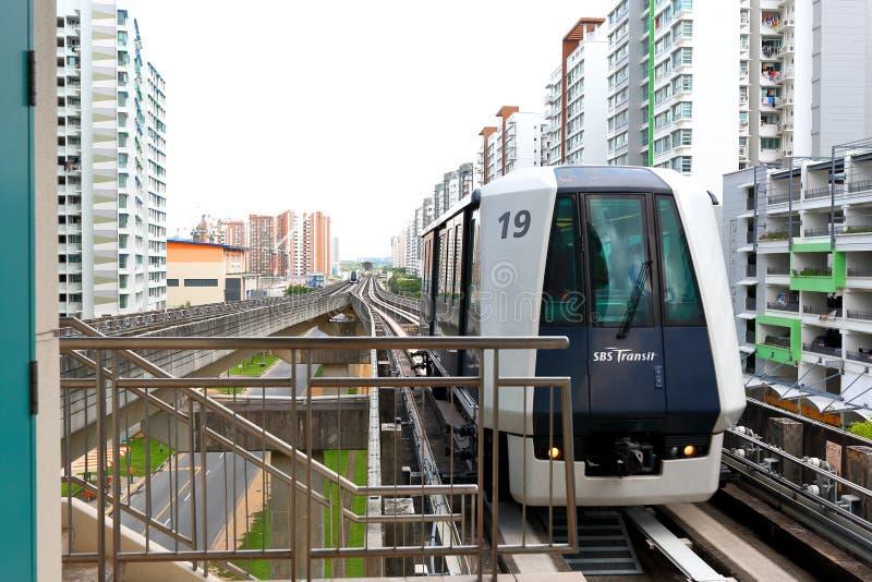 Сингапур: Переход узкоколейной железной дороги (LRT) стоковое фото