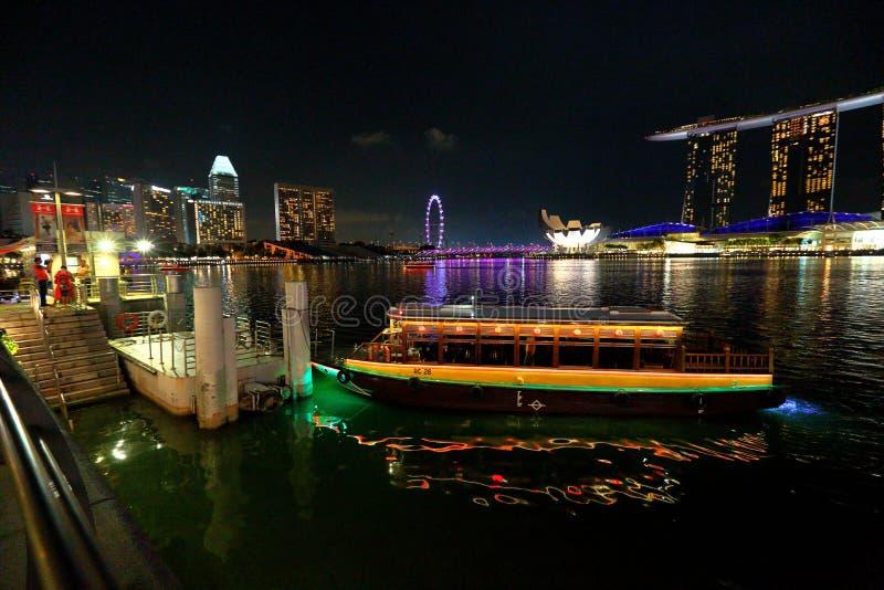 Сингапур: Такси реки стоковые фотографии rf