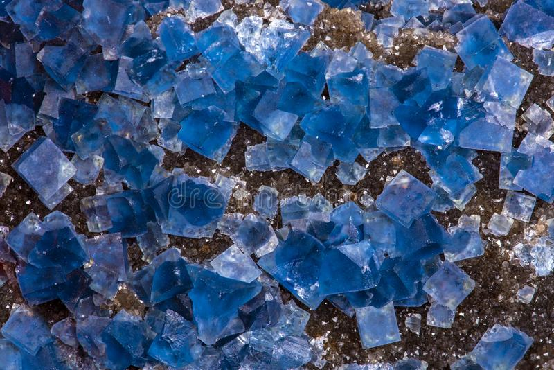 Синий флуоритный кристалл, макрос, закройте стоковое фото rf