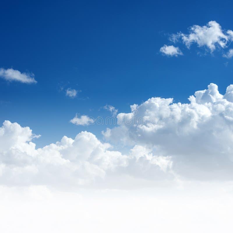 синь заволакивает небо стоковое фото rf