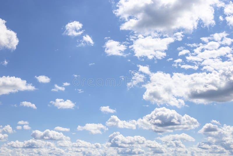 синь заволакивает тучное небо стоковая фотография rf
