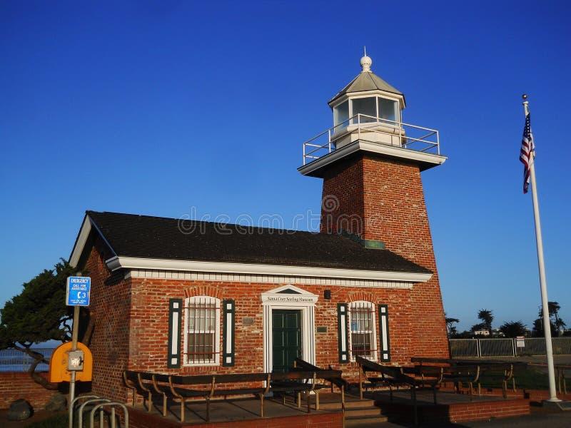 Синь променада пляжа Santa Cruz маяка стоковое изображение