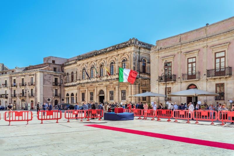 Сиракуза Сицилия, квадрат собора для годовщины Carabinieri стоковая фотография