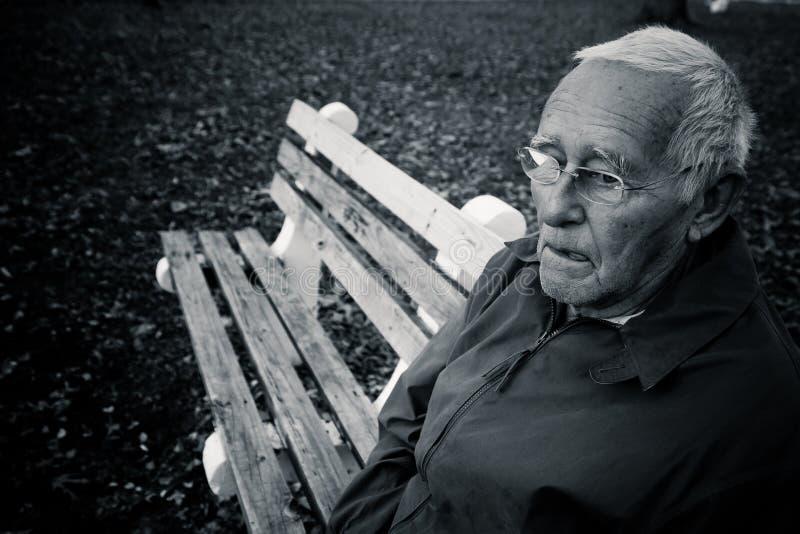 Сиротливый пожилой человек стоковая фотография rf