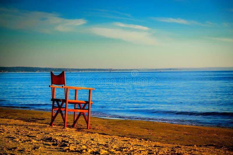 Сиротливый стул на пляже стоковая фотография rf