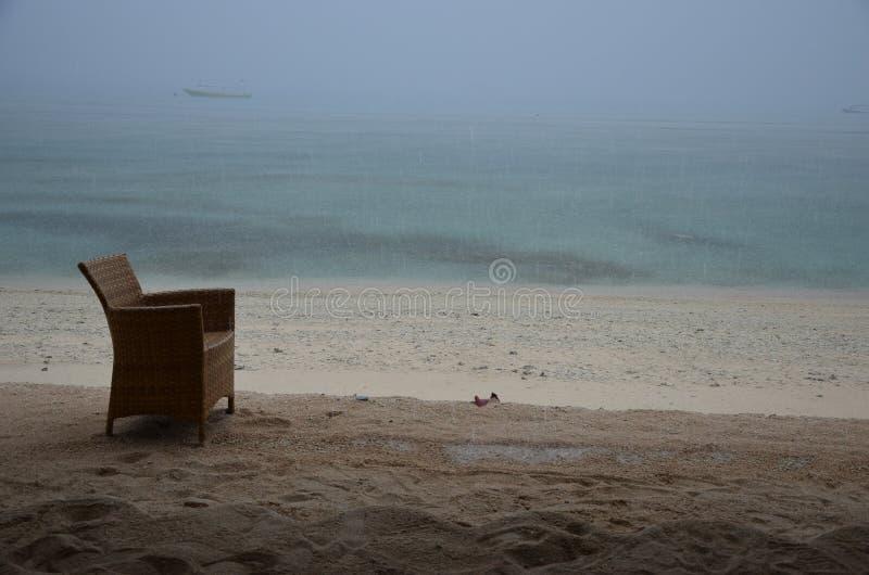 Сиротливый стул на пляже стоковые фотографии rf