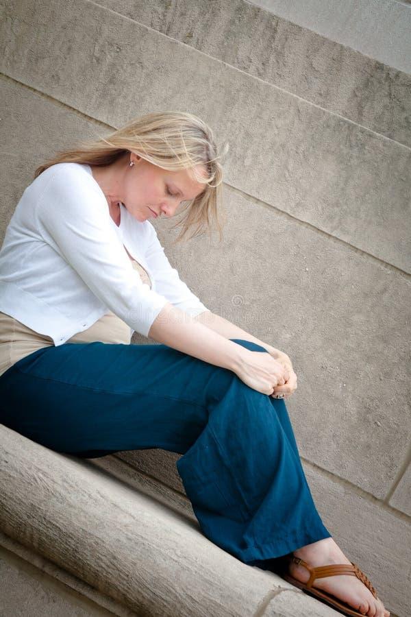 Сиротливая беременная женщина стоковое изображение rf
