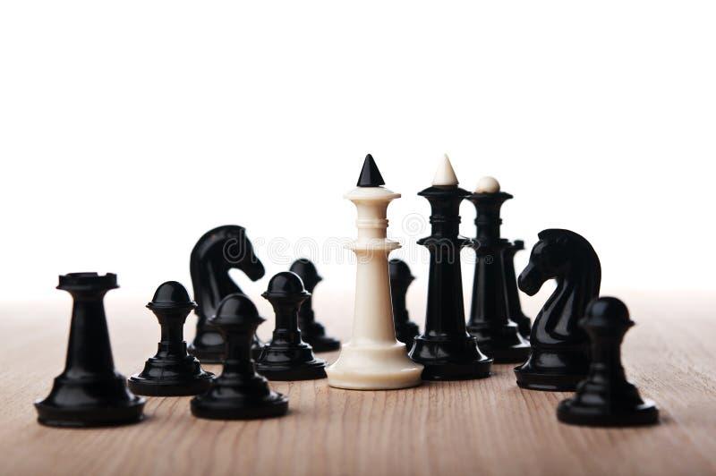 Сиротливый белый король шахмат стоковые изображения rf