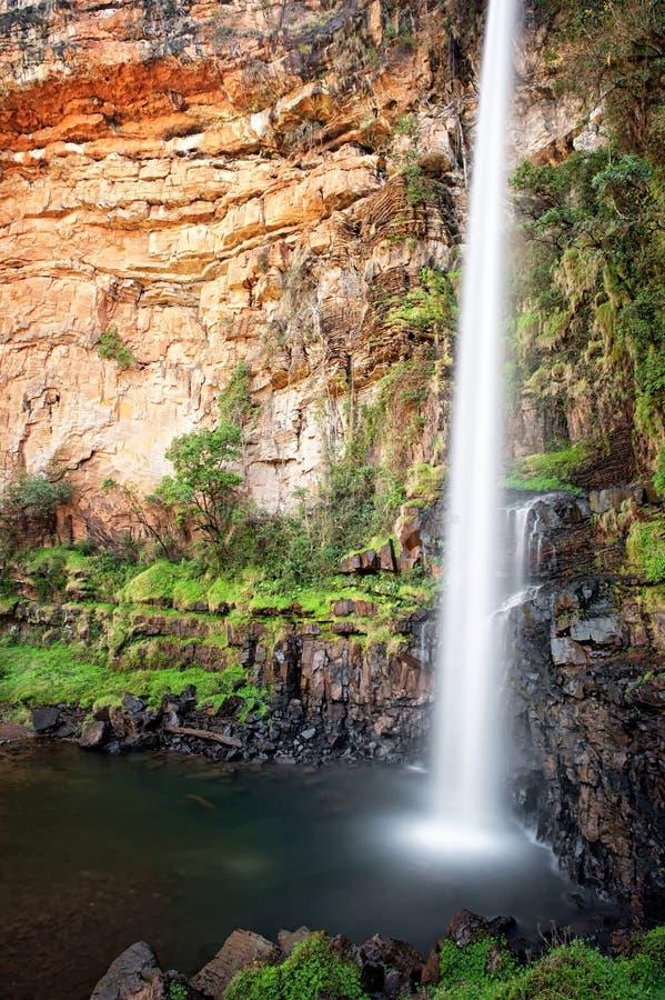 Сиротливый водопад заводи (Южная Африка) стоковые изображения rf