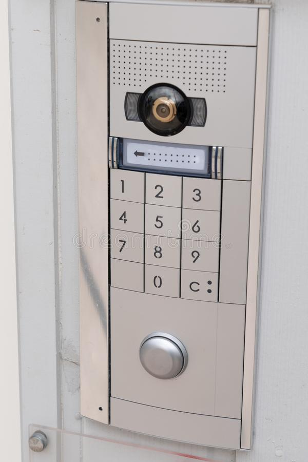 Система кнопочной панели безопасностью кода доступа кнопочной панели дверного звонока внутренной связи защитила стоковые фотографии rf