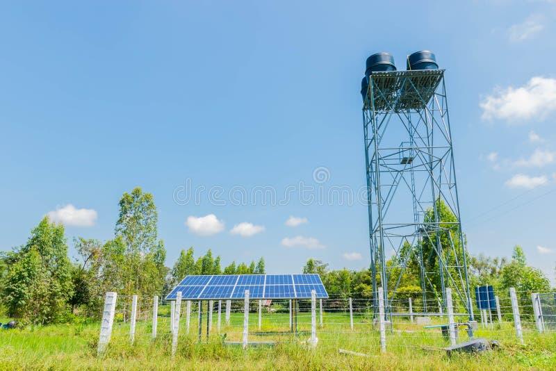 Система фотоэлемента для земледелия с голубым небом в Таиланде стоковые фотографии rf