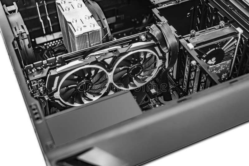 Системный блок ПК Компоненты компьютера во время собрания ПК стоковое изображение