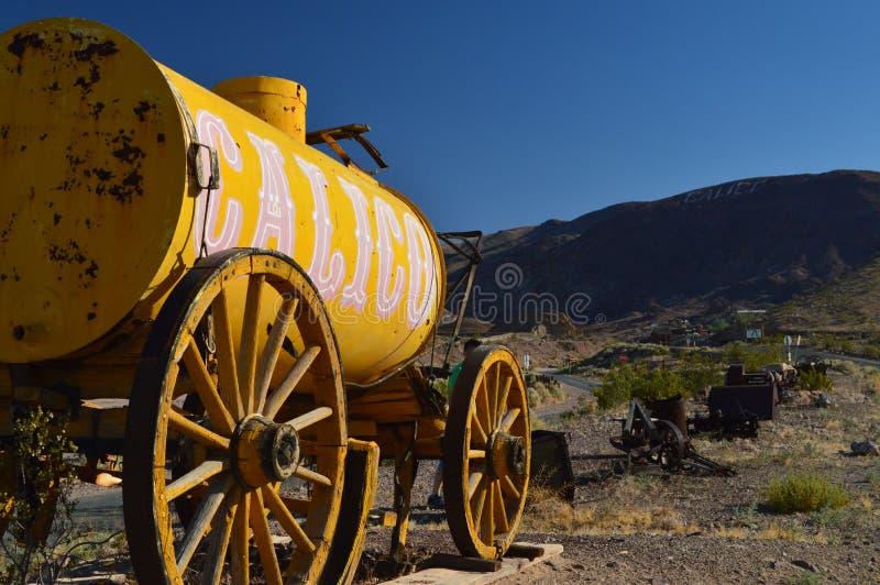 Ситец, бывший городок минирования Диких Западов в Калифорнии показывает нам все типы инструментов для извлечения золота стоковые фото