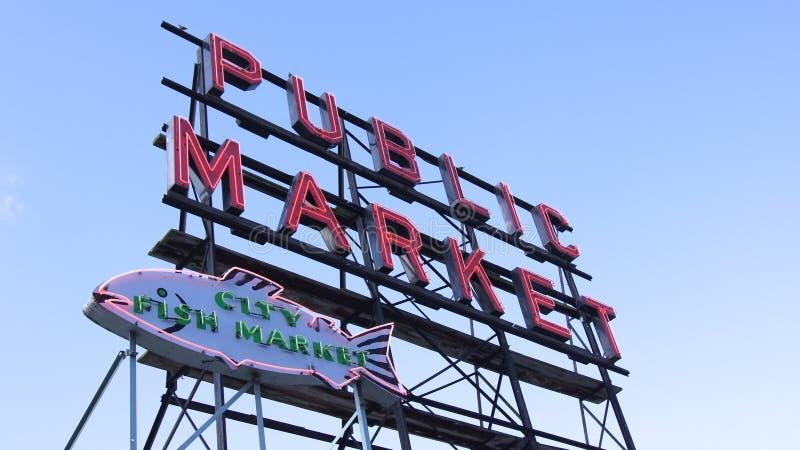 СИЭТЛ ВАШИНГТОН США - октябрь 2014 - знак открытого рынка разбивочный, место Pike стоковое изображение