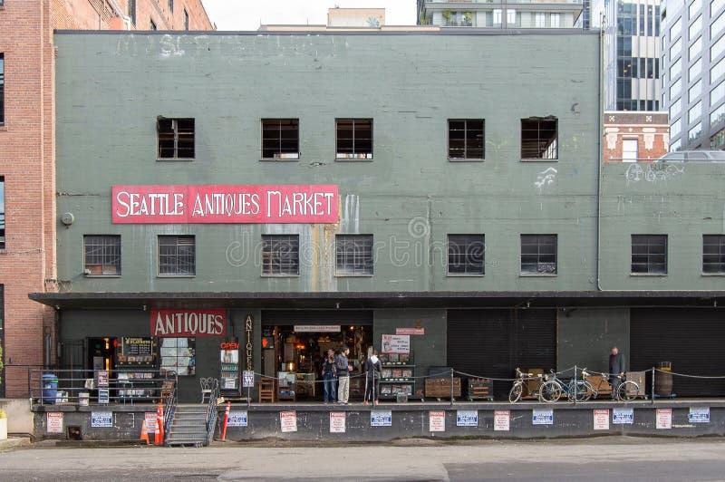 Сиэтл, Вашингтон США, сентябрь 2016: Curstomers на рынке антиквариатов стоковые фото
