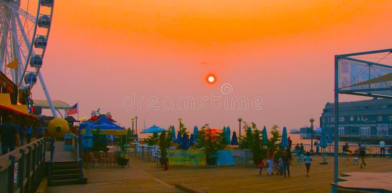 Сиэтл, Вашингтон, США usa janvier , 10, 2019 закат , Вид Большого колеса Сиэтла Порт Сиэтл на стоковые фото