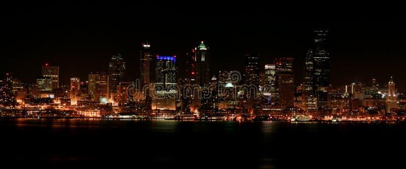 Сиэтл городское на ноче стоковые фото