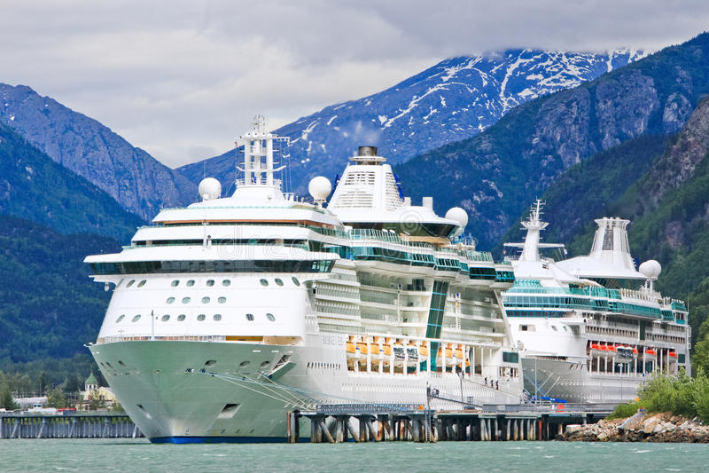Сияние туристических суден Аляски, рапсодия, Skagway стоковое изображение rf