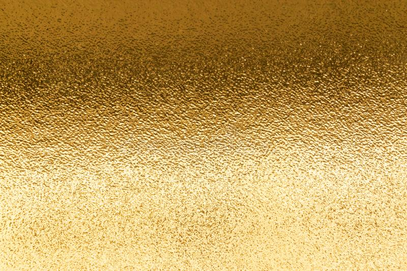 Сияющая желтая металлическая предпосылка текстуры фольги листового золота стоковое фото rf