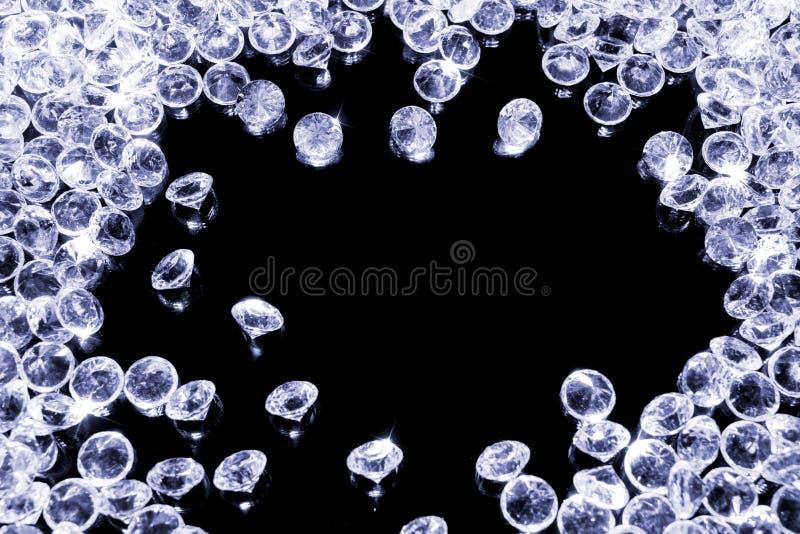 Сияющие диаманты на черной предпосылке стоковые фото