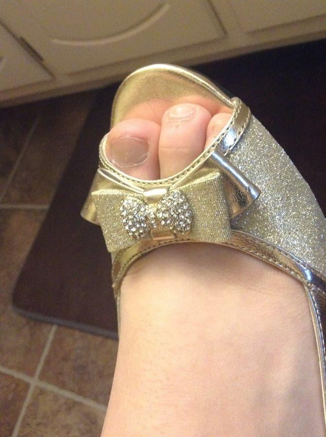 Сияющий ботинок золота стоковые изображения