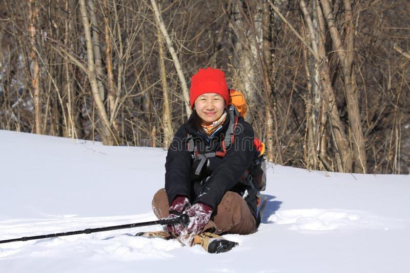 Сидеть в снежке стоковые фото