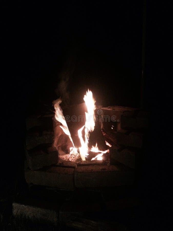 Сидеть огнем стоковое изображение rf