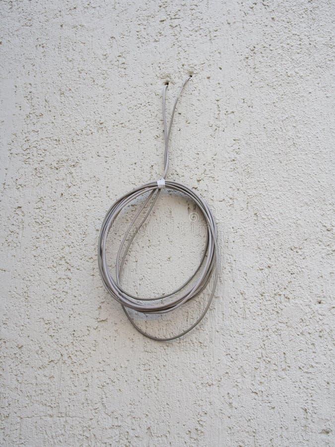 силовой кабель через стену
