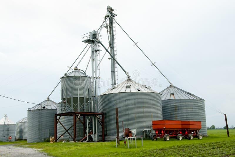 Силосохранилища фермы - Квебек - Канада стоковые изображения