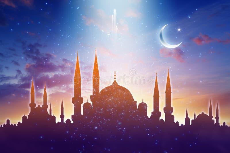 Силуэты мечети, сияющая луна и звезды, мусульманский святой месяц иллюстрация вектора