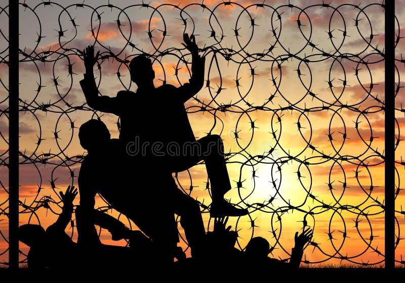 Силуэт беженцев пересекая границу незаконно стоковые фотографии rf