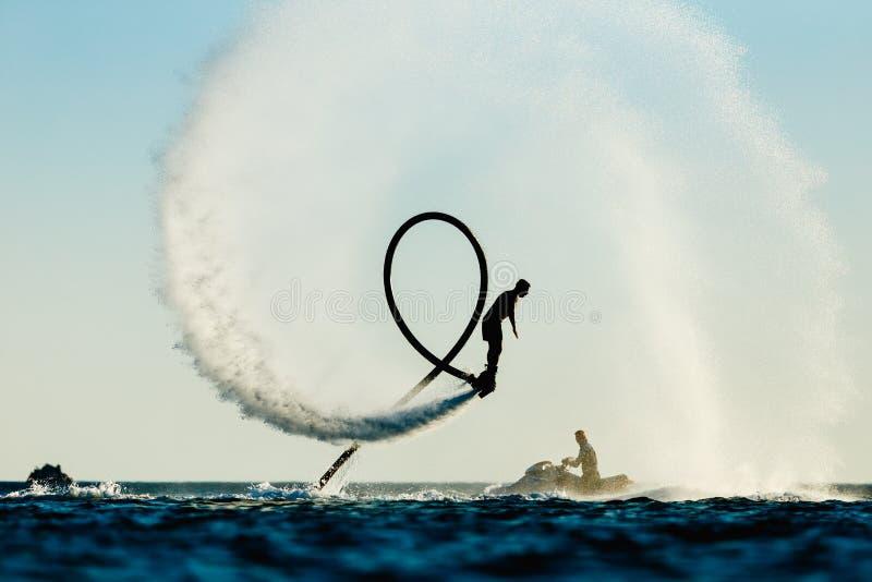 Силуэт всадника доски мухы стоковое фото rf