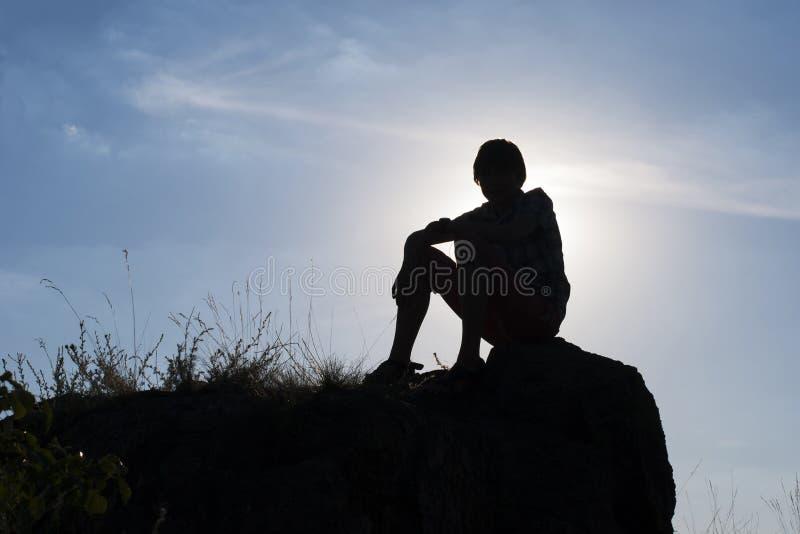 Силуэт мальчика стоковое изображение
